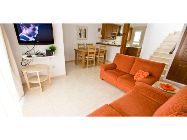 "Lounge with 32"" flat screen tv - Villa Clara, Costa Teguise, Lanzarote"