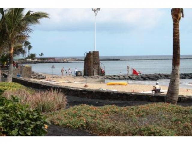 Las Cucharas Beach, 2 mins walk away - The beach house, Costa Teguise, Lanzarote
